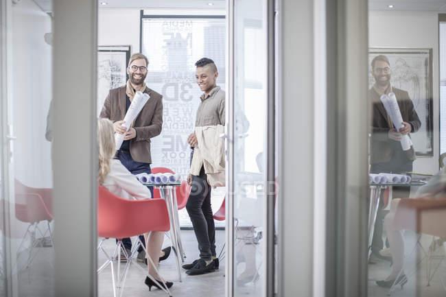 Collègues création d'entreprise, réunion de bureau — Photo de stock