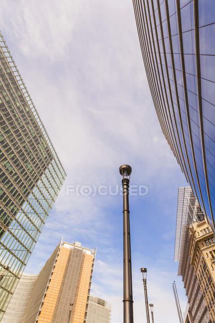 Bélgica, Bruxelas, bairro europeu, Carlos Magno construindo e Berlaymont construindo, Comissão Europeia — Fotografia de Stock