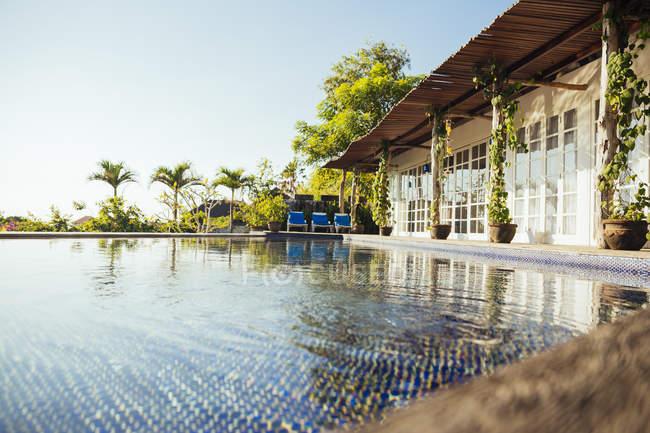 Indonesia, Bali, villa vacanze con piscina — Foto stock