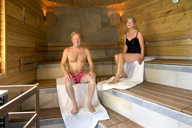 Smiling senior couple in a sauna — Stock Photo