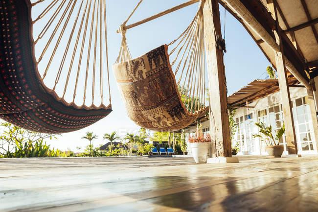 Indonesia, Bali, amache sulla terrazza di una villa vacanze — Foto stock