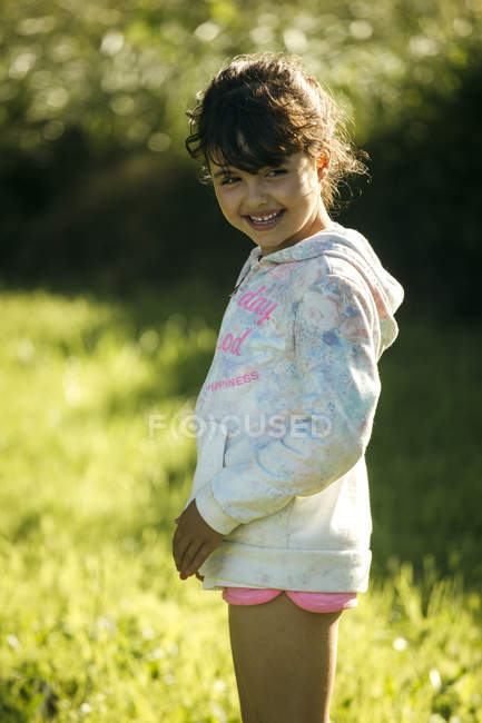 Portrait of smiling girl outdoors — Stock Photo