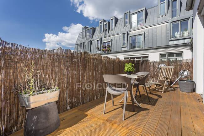 Alemanha, Berlim, Casa de férias com terraço no último piso — Fotografia de Stock
