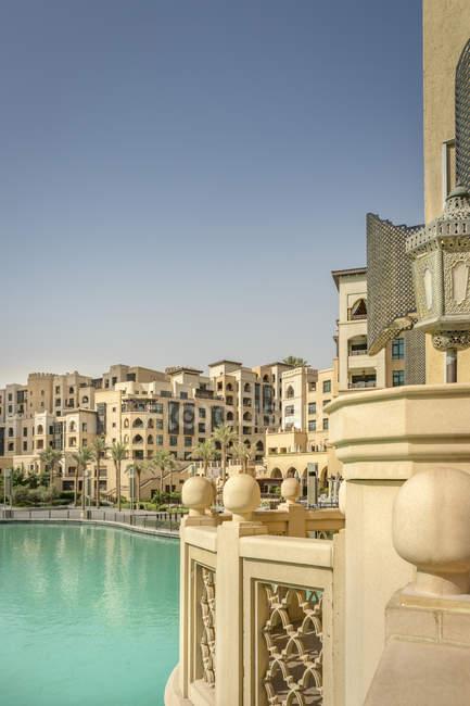 Объединенные Арабские Эмираты, Дубай, жилой район в Бурдж Халифа озеро — стоковое фото