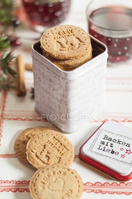 Lata de galletas de almendra caseras - foto de stock
