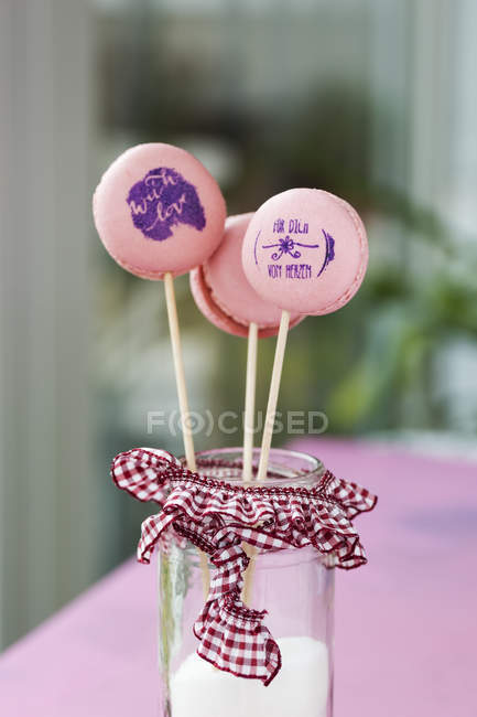 Lollipop macarons with stamped motifs — Stock Photo