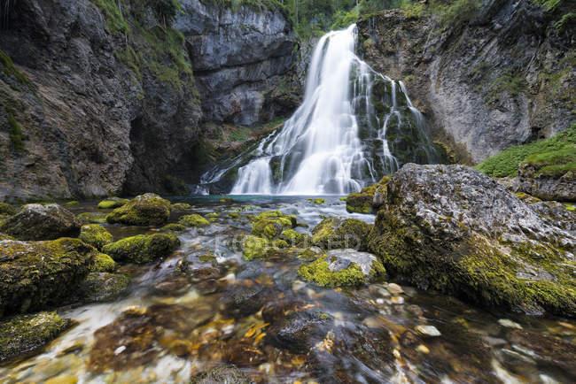 Vue de rochers cascade et moss Golling — Photo de stock