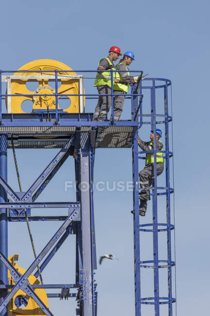 Crew working onboard a cargo ship — Stock Photo