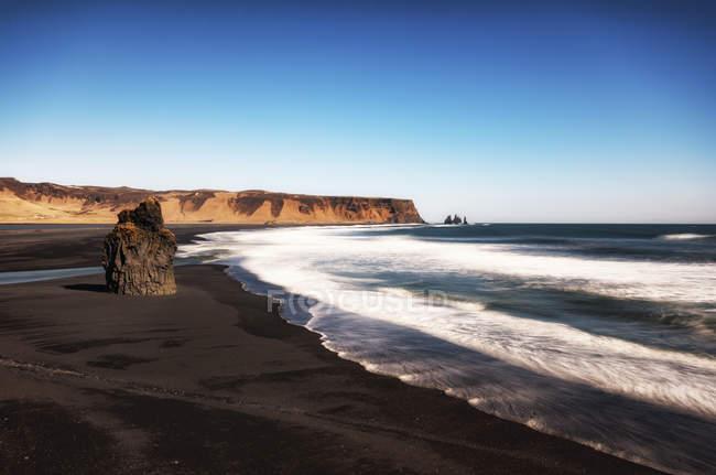 Island, South Island, Dyrholaeyjarviti, Vik Rock Fialen und Reynisfjara Strand — Stockfoto