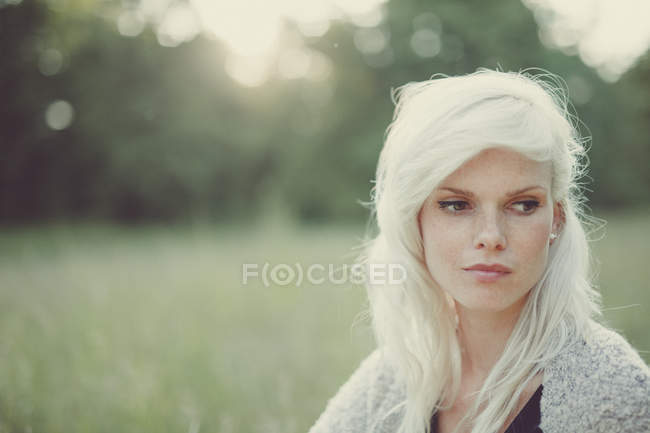 Portrait of a blonde girl in summer field — Stock Photo