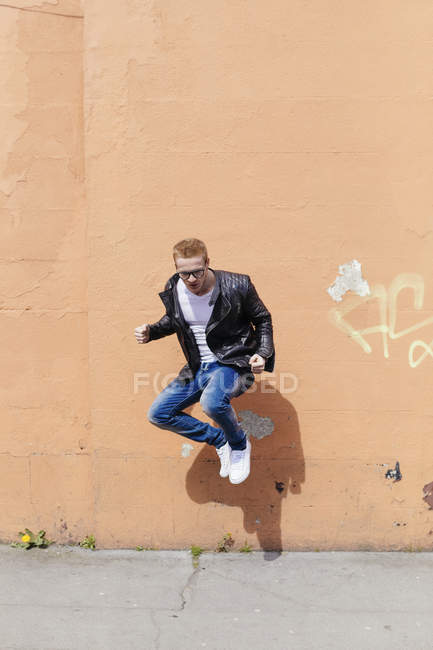 Young man jumping in the air — Stock Photo