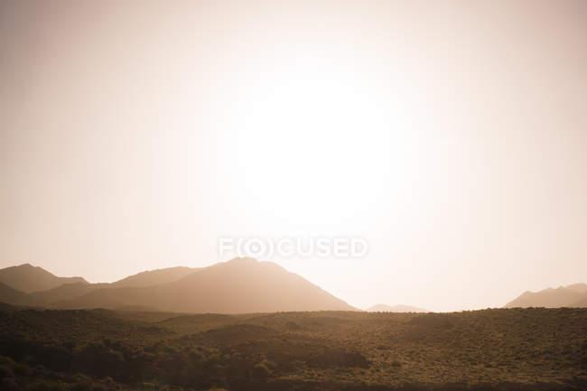 Іран, Ісфахані краєвид проти сонця — стокове фото