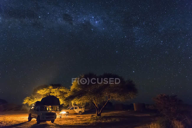 Botswana, Kalahari, Central Kalahari Game Reserve, campsite with campfire under starry sky — Stock Photo
