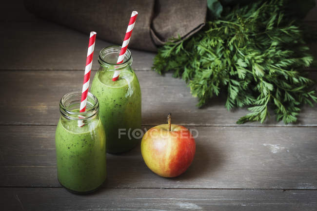 Close up of Green smoothies with an apple — Stock Photo