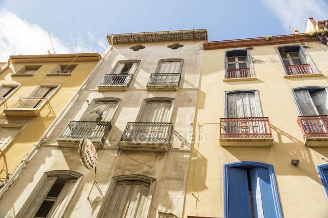 Frankreich, Perpignan, Fassaden von Mehrfamilienhäusern — Stockfoto