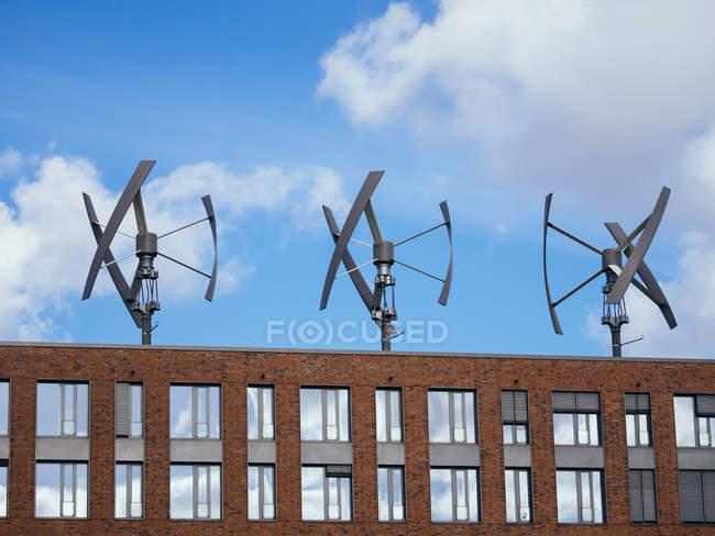 Germany, Hamburg, modern wind wheels on rooftop — Stock Photo