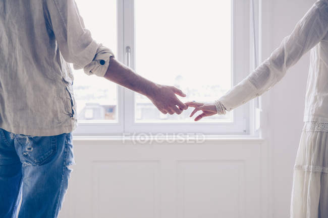 Couple standing hand in hand — Stock Photo