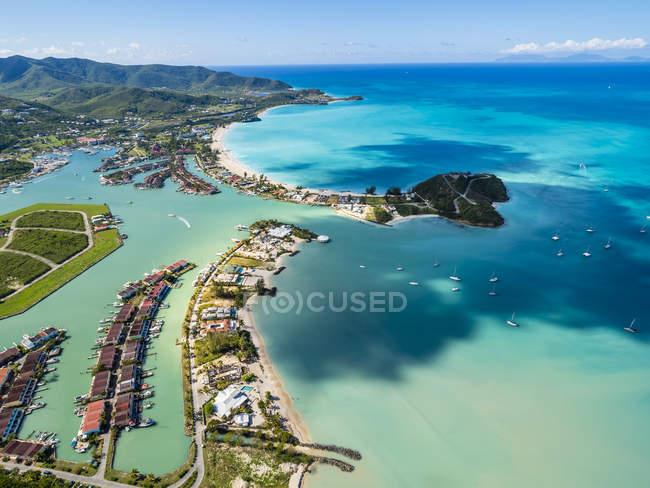 Westindische Inseln, Antigua und Barbuda, Antigua, Luftaufnahme, Jolly Harbour tagsüber — Stockfoto