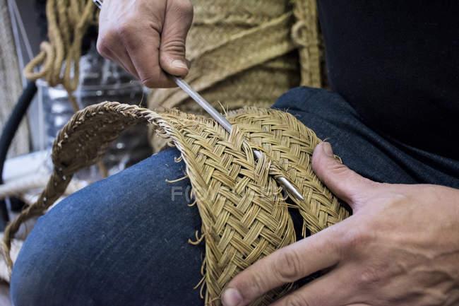 Ropemaking, Espartero costura esparto com agulhas de ferro — Fotografia de Stock
