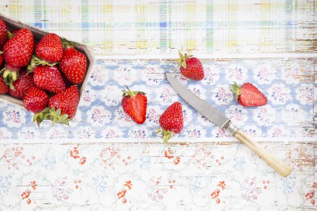 Scatola di fragole fresche — Foto stock