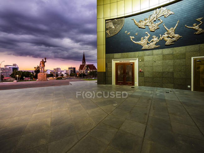Namibia, Windhoek, Independence Memorial Museum di sera — Foto stock