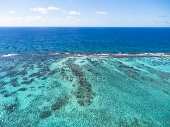 West Indies, Antigua and Barbuda, Antigua, aerial view, coral reef at Cades Bay — Stock Photo