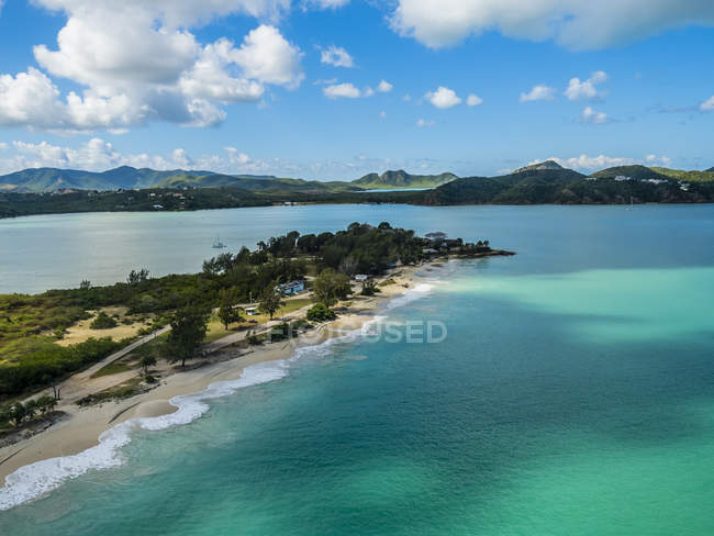 Antigua and Barbuda, Antigua, Fort James Beach surrounded by water during daytime — Stock Photo