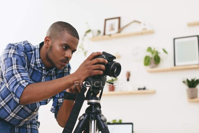 Man working in photographic studio — Stock Photo