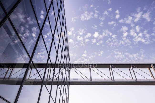 Deutschland, berlin, skywalk zum marie-elisabeth-lueders-haus — Stockfoto