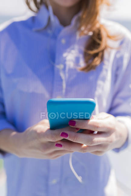 Close-up of woman holding smartphone — Stock Photo