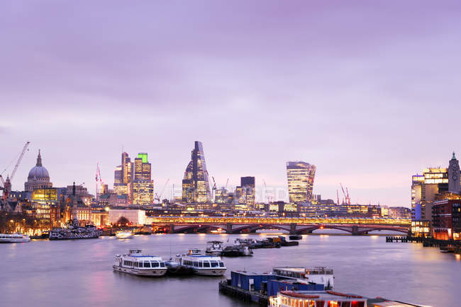 UK, London, skyline with River Thames at dawn — Stock Photo