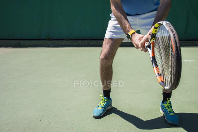 Ноги тенісист з рекет — стокове фото