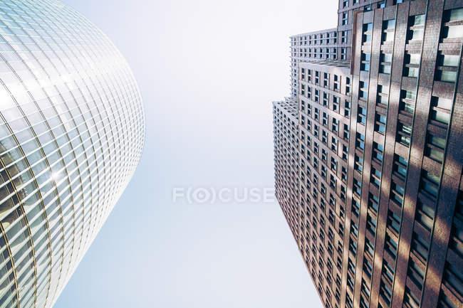 Alemania, Berlín, Kollhoff-Tower y Bahntower a la izquierda en Potsdam Square - foto de stock