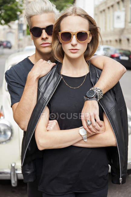 Portrait of cool young couple wearing sunglasses — Stock Photo