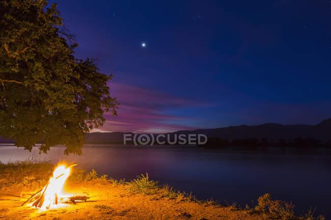 Zimbabwe, Urungwe District, Mana Pools National Park, camp fire at riverside of Zambezi at night — Stock Photo