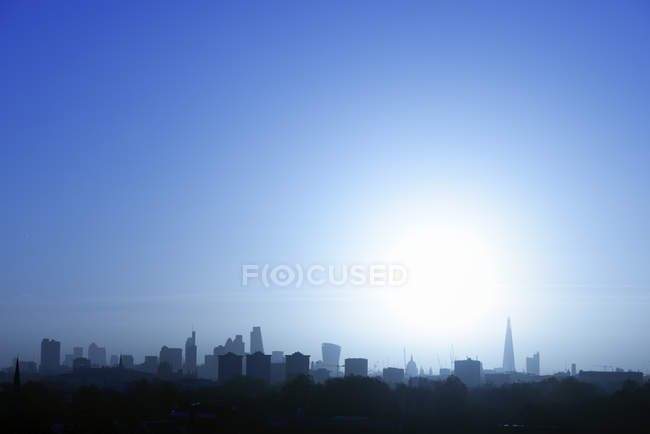 UK, London, skyline in backlight — Stock Photo