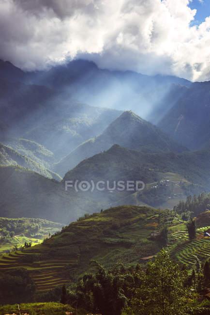 Paysage de Sa Pa, nord du Vietnam et collines au cours de la dayitme — Photo de stock