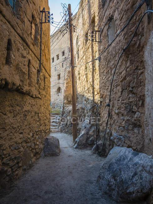 Оман, Вади Misfah, аллея в исторической деревне — стоковое фото