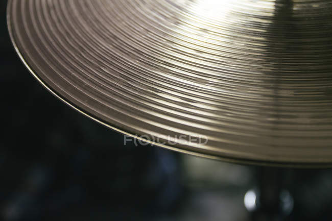 Close-up of musical cymbal on blurred background — Stock Photo