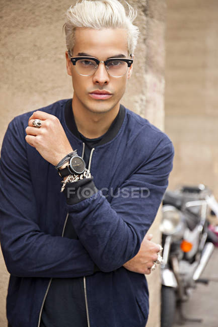 Portrait of stylish young man wearing glasses — Stock Photo