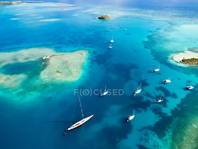 Antigua und Barbuda, West Indies, Antigua, Green Island, Green Bay, Maxi yacht — Stockfoto