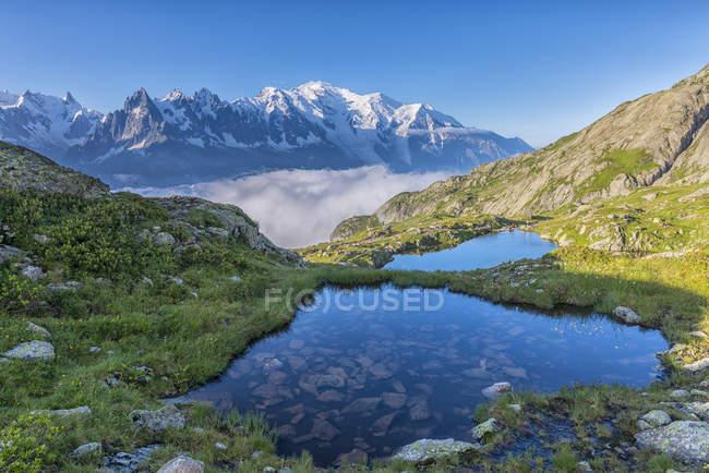France, Mont Blanc, Lac Cheserys, petits lacs le matin — Photo de stock