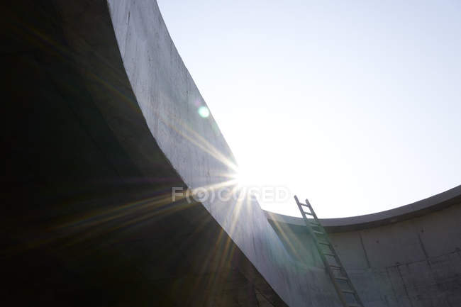 Ladder at concrete wall of an unfinished building — Stock Photo