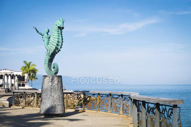 Mexico, Puerto Vallarta, seahorse statue 'El Caballito de Mar' at the Malecon boardwalk — Stock Photo