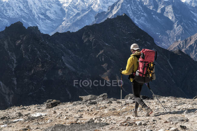 Nepal, Himalaia, Solo Khumbu, mountaineer na Ama Dablam South West Ridge — Fotografia de Stock