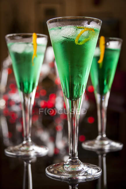 Fresh cocktail with mint liqueur — Stock Photo