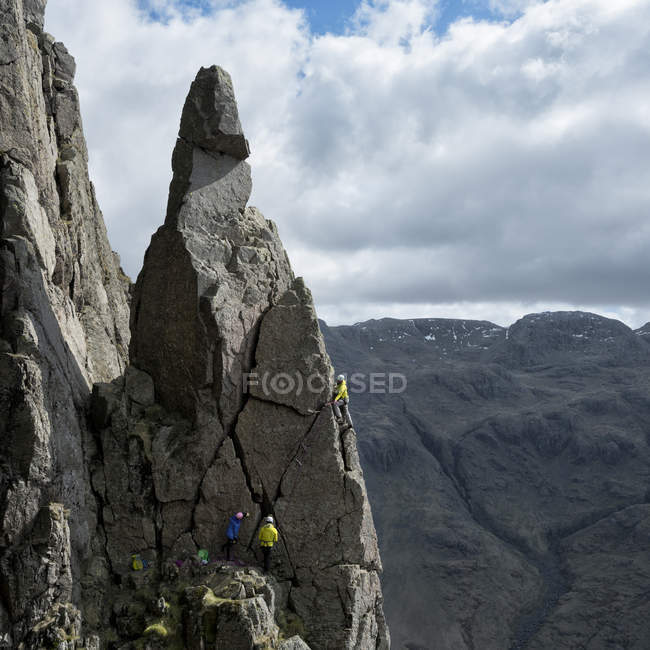 England, Lake District, climbers in Wasdale Valley — Stock Photo