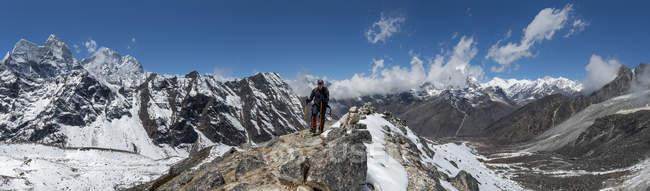 Непал, Фалайя, Соло Кхумбу, мужской поход — стоковое фото