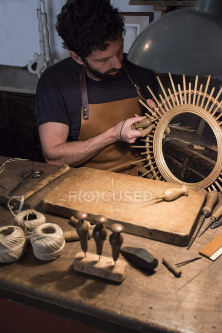 Craftsman manufacturing a mirror in his workshop — Stock Photo