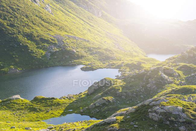 France, Mont Blanc, Lac Cheserys, petits lacs au lever du soleil — Photo de stock